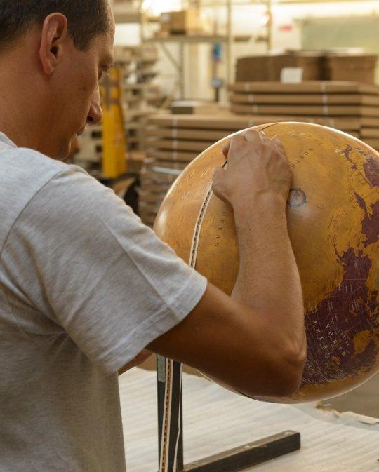 Gea floor globe production - studio photo 2
