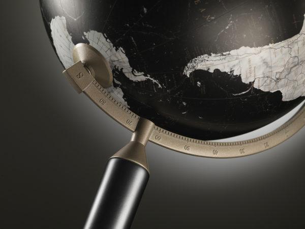 Studio photo of Vasco da Gama black globe